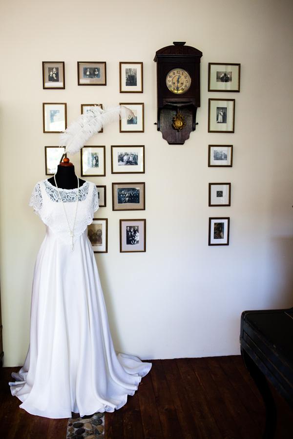 Vintažinė nėriniuota vestuvinė suknelė