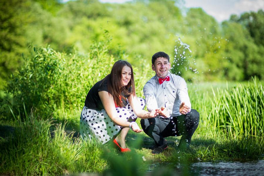 Love story fotosesija gamtoje prie vandens