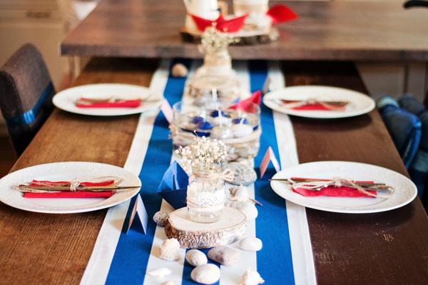 Stalo puošimas staltiesė nuoma raudoma balta mėlyna