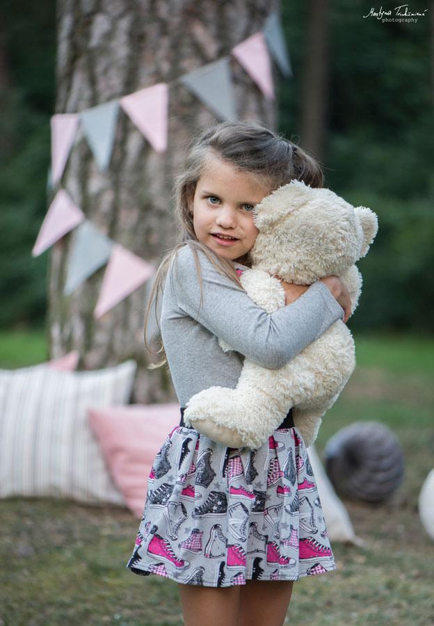 komercinė vaikų rūbų fotosesijos dekoravimas