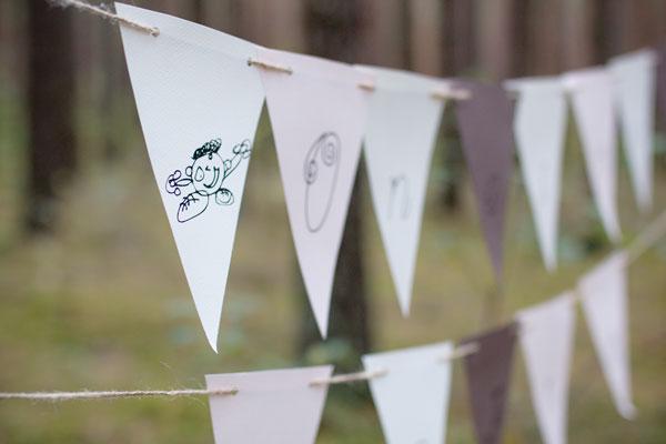 Popierinė vėlevėlių girlianda fotosesijos dekoravimas