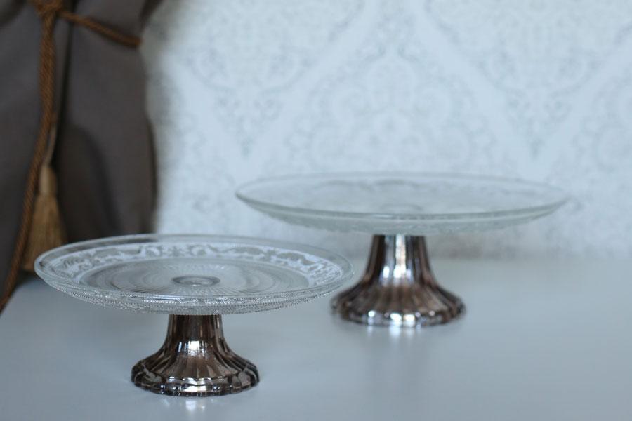 Stiklinė tortinė saldaus stalo dekoravimas
