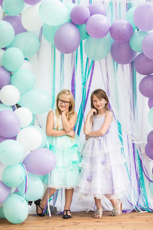 Foto sienelė iš balionų ir juostelių
