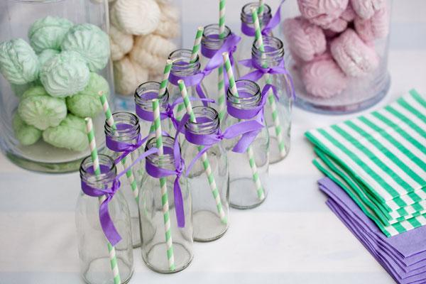 Mėtinės spalvos saldus gimtadienio stalas