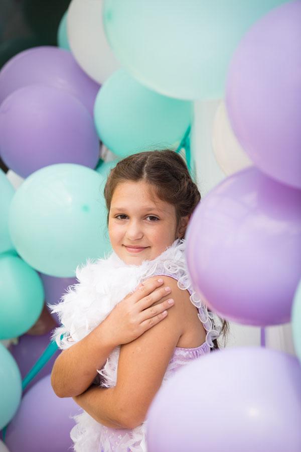 Mergaitės gimtadienis dekoravimas su balionais