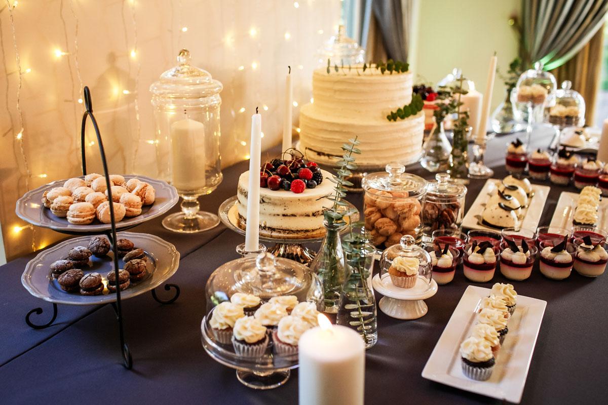 Saldaus stalo dekoras - vestuvių dekoratodė Asta Deco