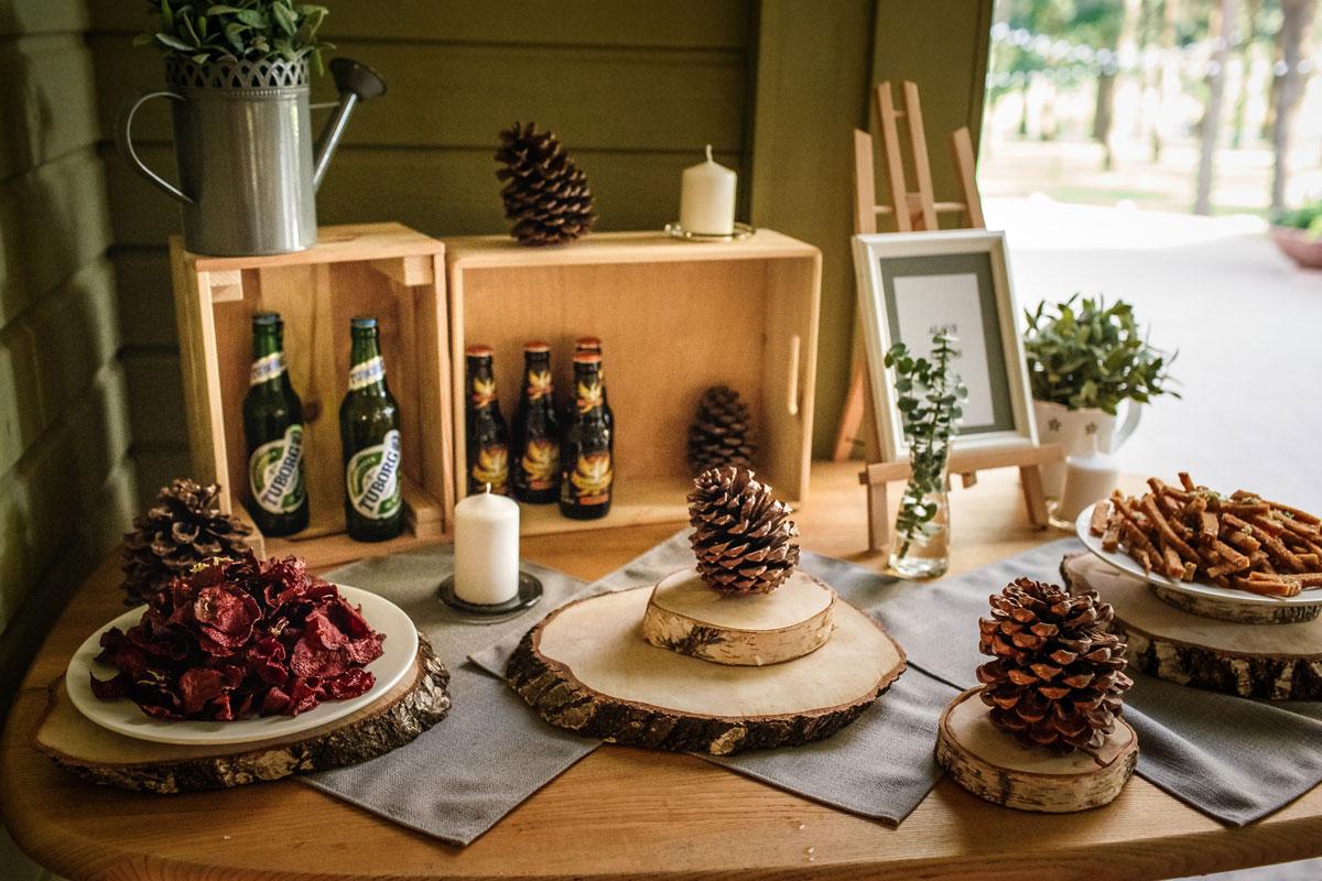 Vyriškas alaus stalas vestuvių šventėje