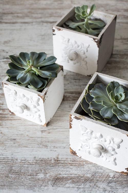 Medinės baltos dėžutės