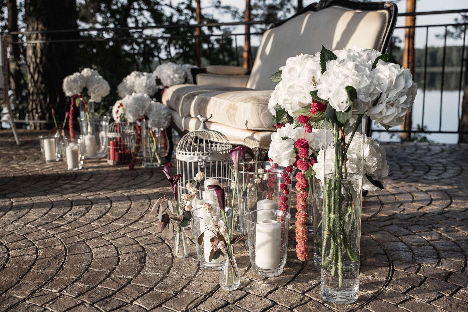Vestuvių dekoras - baltos žvakės
