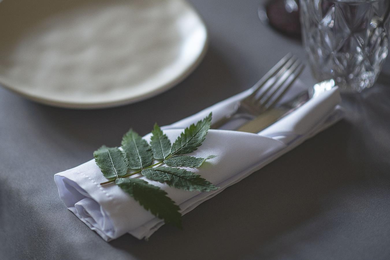 Žoliniai dekoro elemantai - stalas lėkštė dekoras