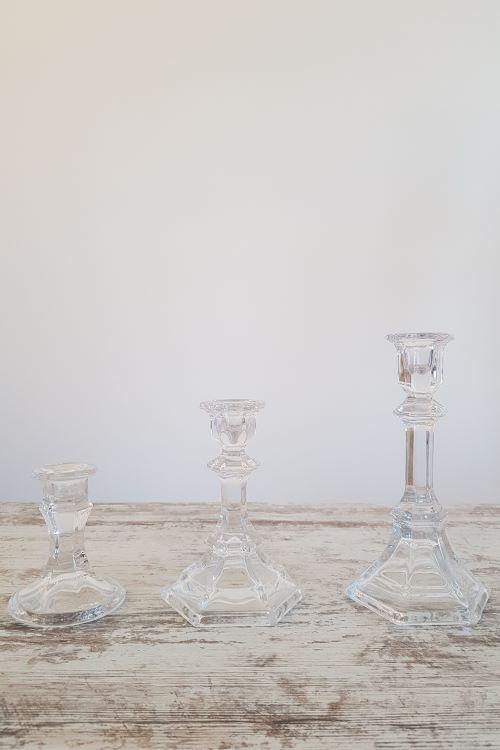 Stiklinės žvakidės ant kojelės - stiklinių žvakidžių nuoma - Asta Deco